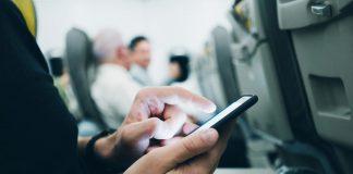 Entro il 2025 sette passeggeri su dieci gestiranno tutto il viaggio aereo da smartphone