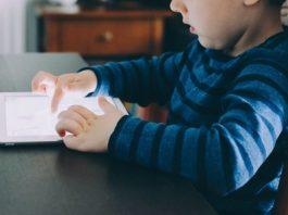 Il 52% dei genitori lascia che i figli decidano quanto tempo trascorrere online