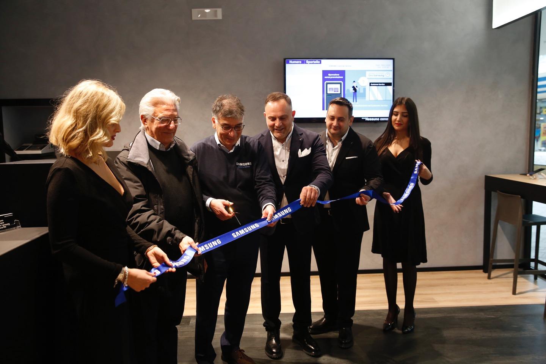 Apre a Salerno un nuovo Samsung Customer Service