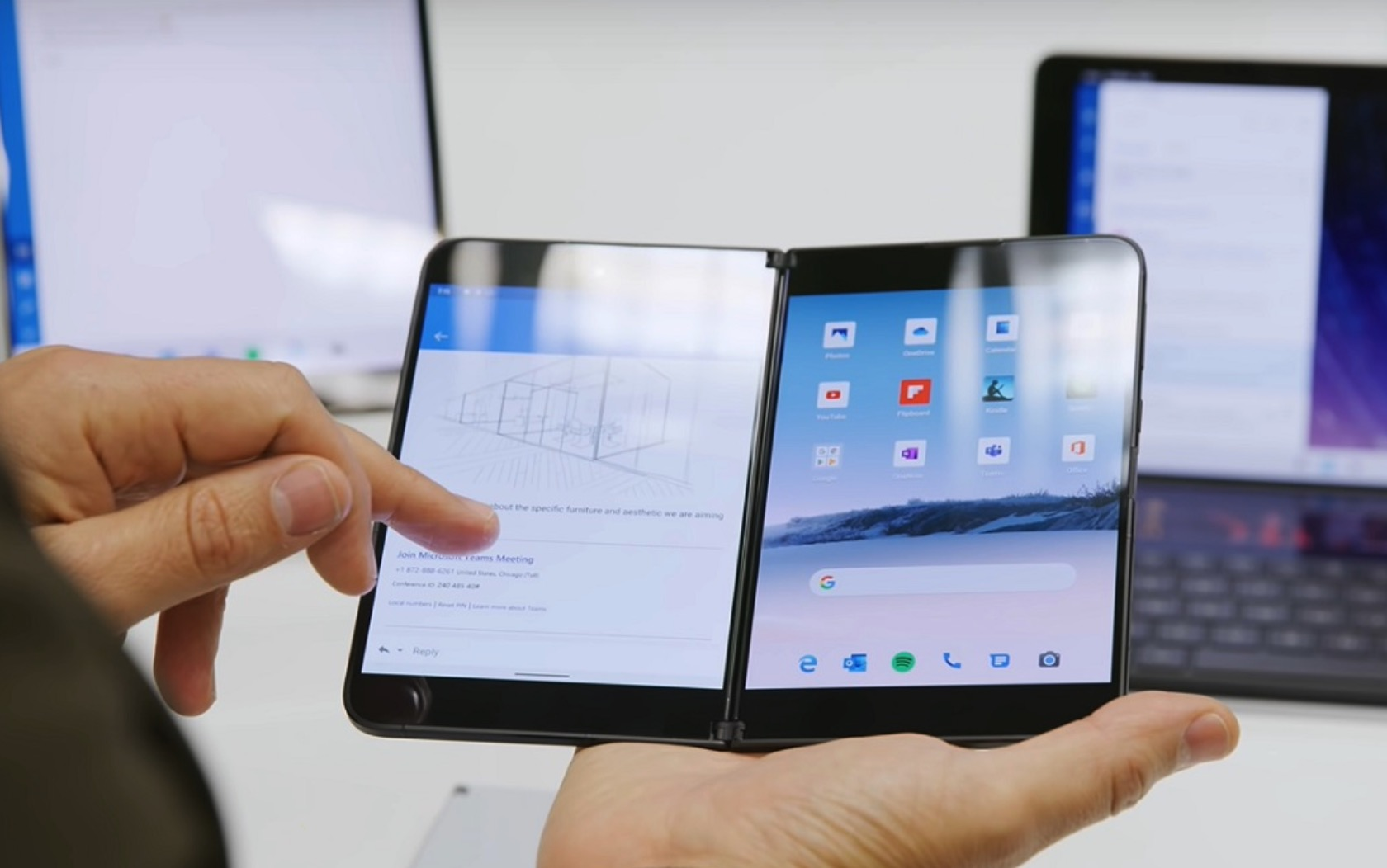 Microsoft Surface Duo: svelate le specifiche dello smartphone con doppio schermo