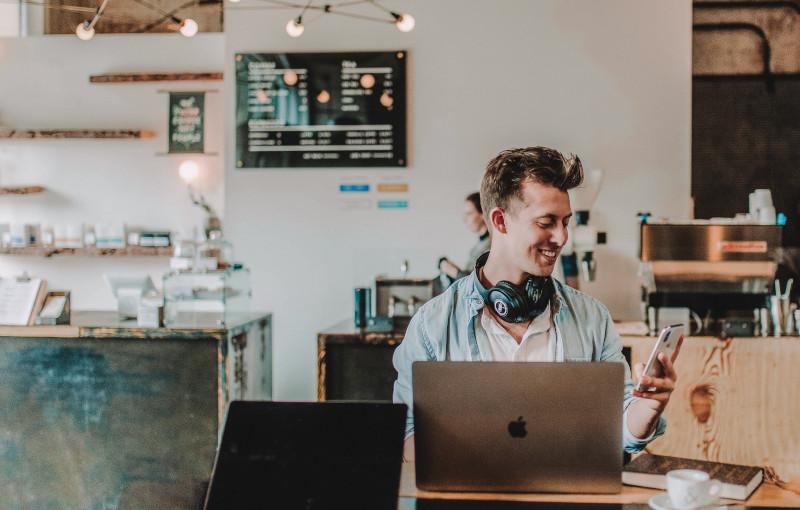 Home working: 4 consigli per bilanciare vita lavorativa e vita privata anche a casa