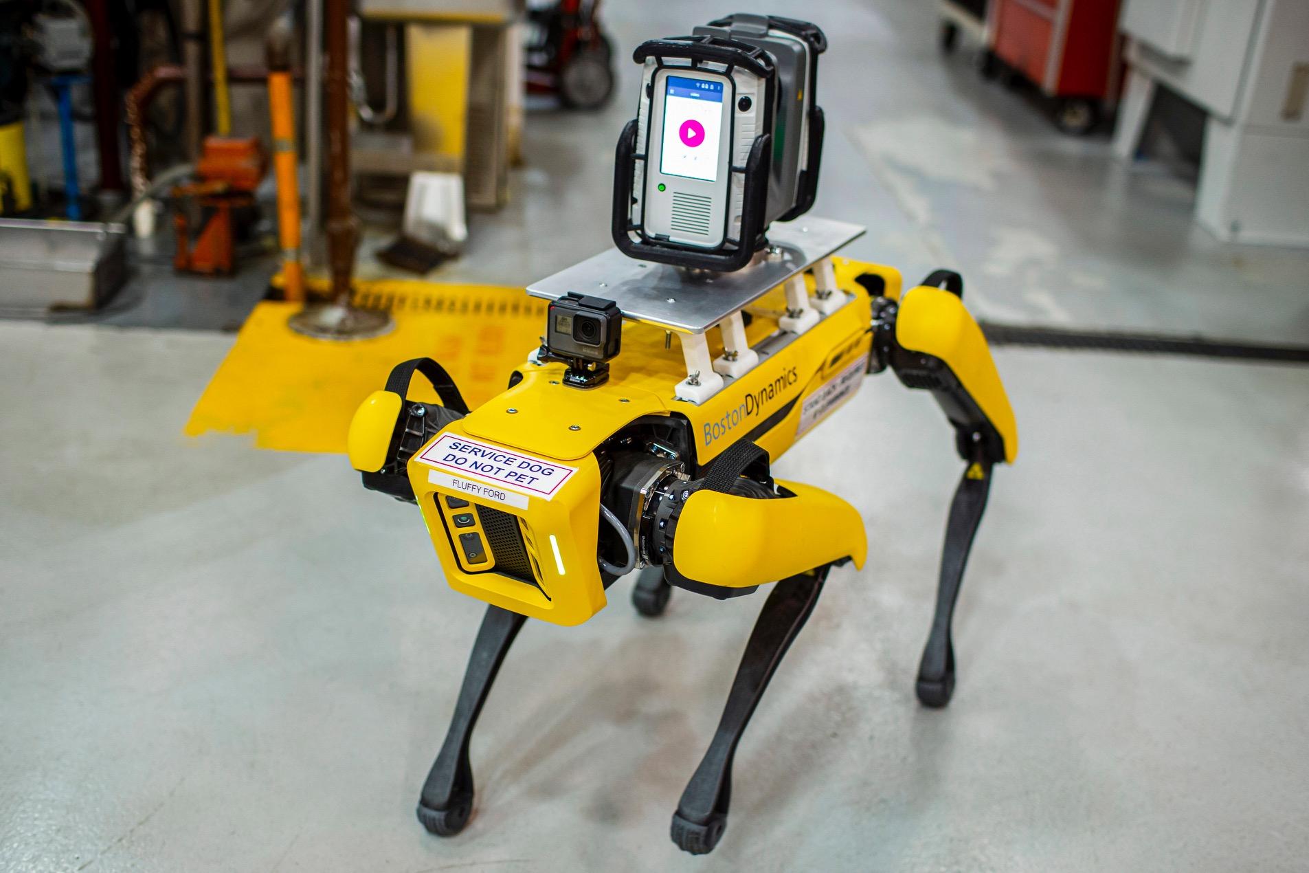 Ford sperimenta l'utilizzo di robot a quattro zampe all'interno dei propri stabilimenti