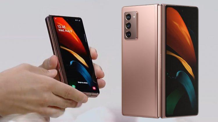 Nuove foto del Galaxy Z Fold 3 mostrano una fotocamera sotto il display ed S Pen