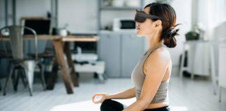 HTC annuncia Vive Flow, il visore VR per fare yoga (e non solo)